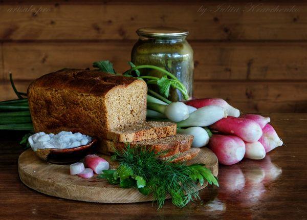 фото натюрморт с хлебом и редиской